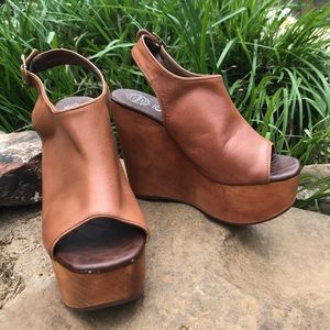 Jeffrey Campbell snickers leather platform size 7